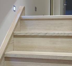 Houten trap renoveren prijs atelier jk for Houten trap plaatsen