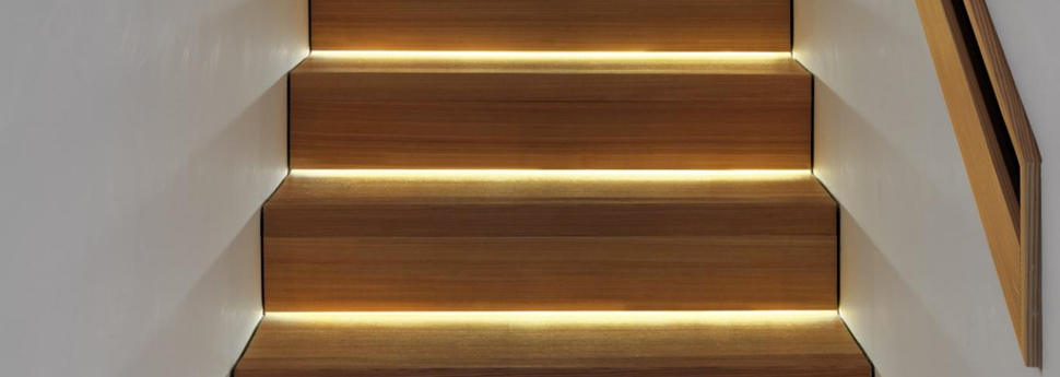Houten trap renoveren prijs atelier jk for Renovatie houten trap